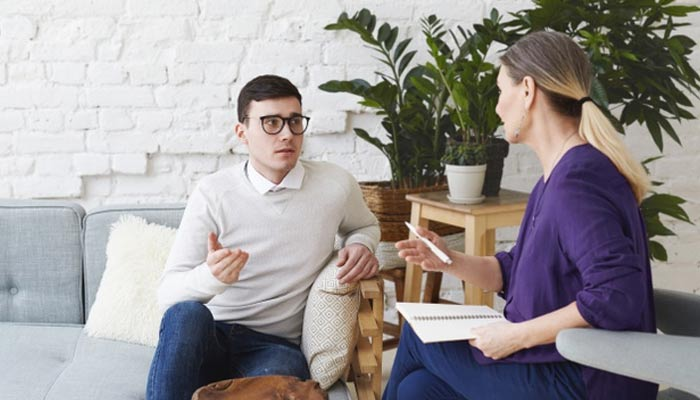 Health Counselor Counselling A Patient | Careers In Health And Social Care